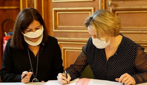 Image signature avec La Mairie de Paris